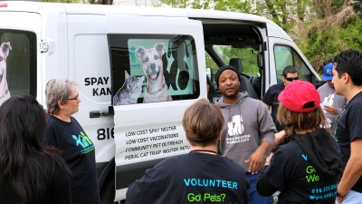 Spay and Neuter Kansas City volunteers work together to help families provide quality veterinary care for their pets at low cost.